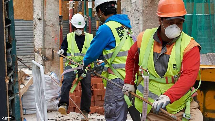 السماح لعمال البناء بالعودة للعمل في إسبانيا.