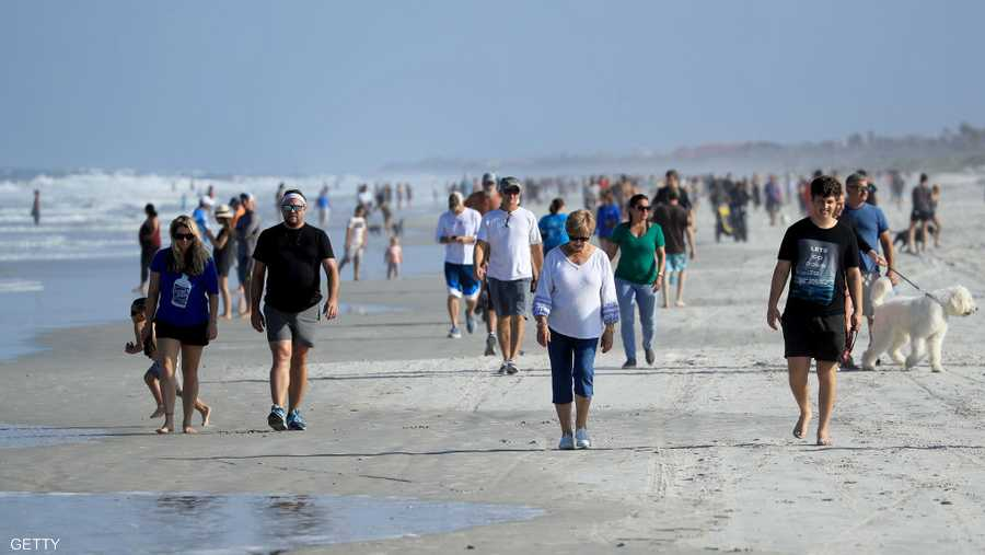 إهمال تام لكورونا على شواطئ جاكسونفيل في فلوريدا.