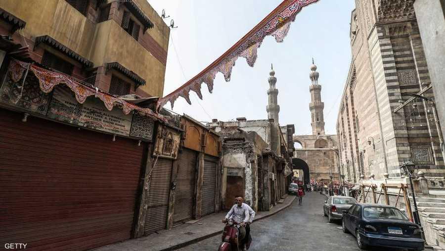 شوارع القاهرة لا تعج بالسكان كعادتها في رمضان.