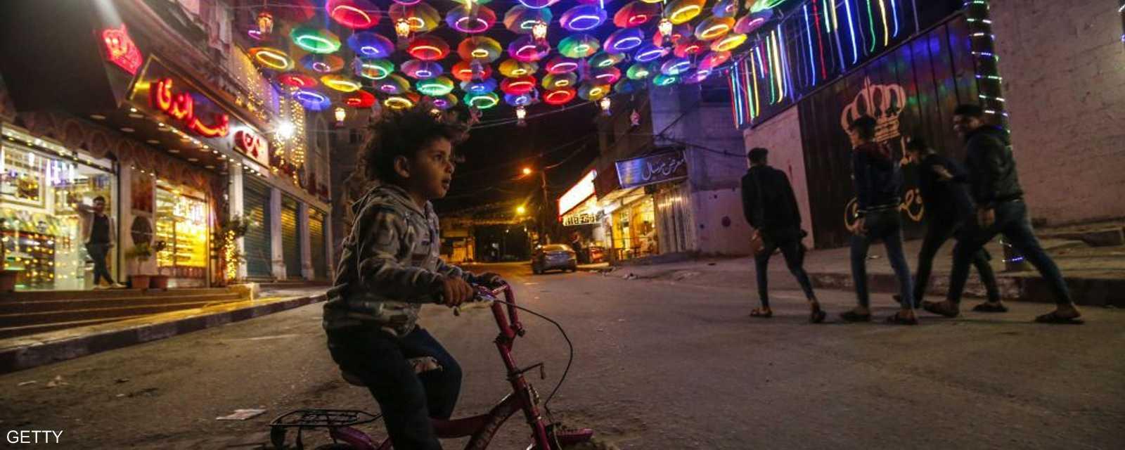 طفل فلسطيني في شوارع غزة في أول أيام رمضان.