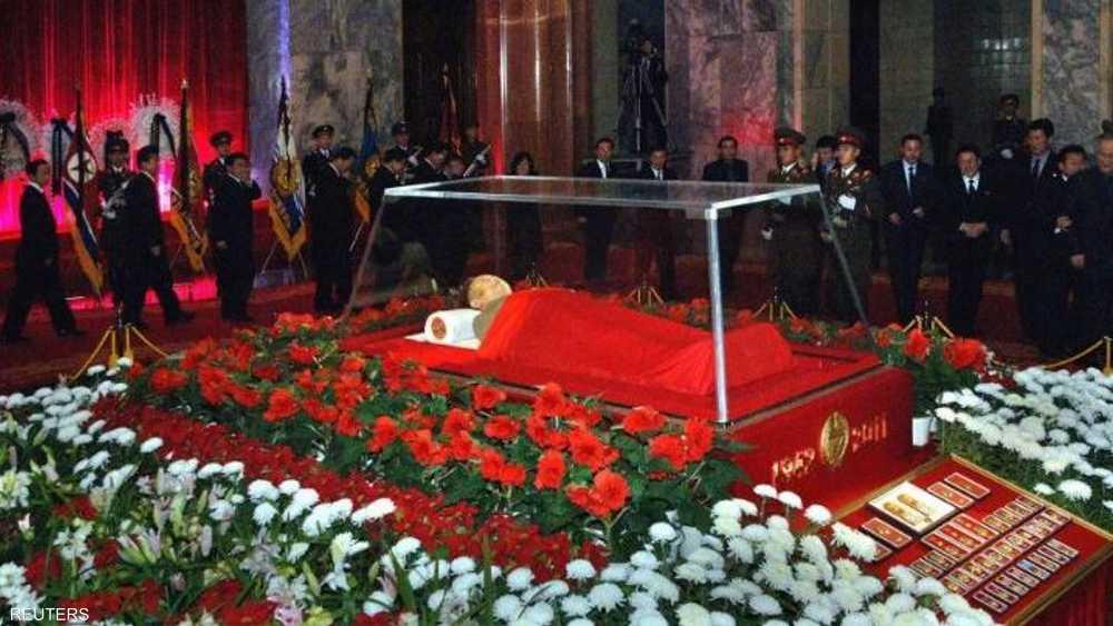 جثمان الزعيم الراحل أثناء جنازته