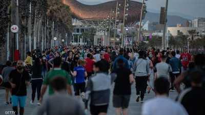 أعداد كبيرة من الإسبان خرجوا لممارسة الرياضة