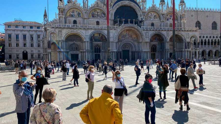 الميدان الرئيسي في البندقية بعد عودة السكان.
