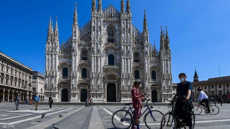 ميادين إيطاليا بدأت باستعادة منظرها العام.