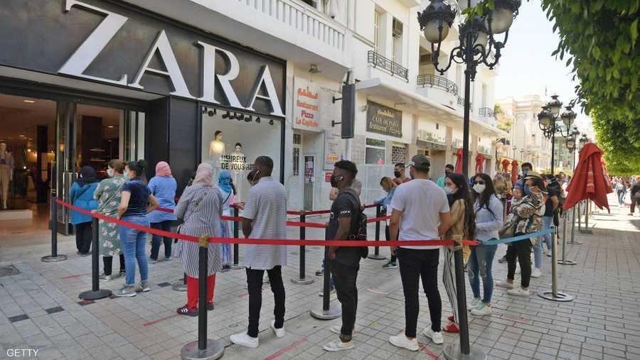 خفضت تونس ساعات حظر التجول الليلي تماشيا مع قرار رئيس الجمهورية قيس سعيد.