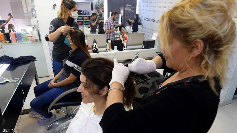 إقبال على مراكز التجميل النسائية لتعود لنشاطها المعتاد.
