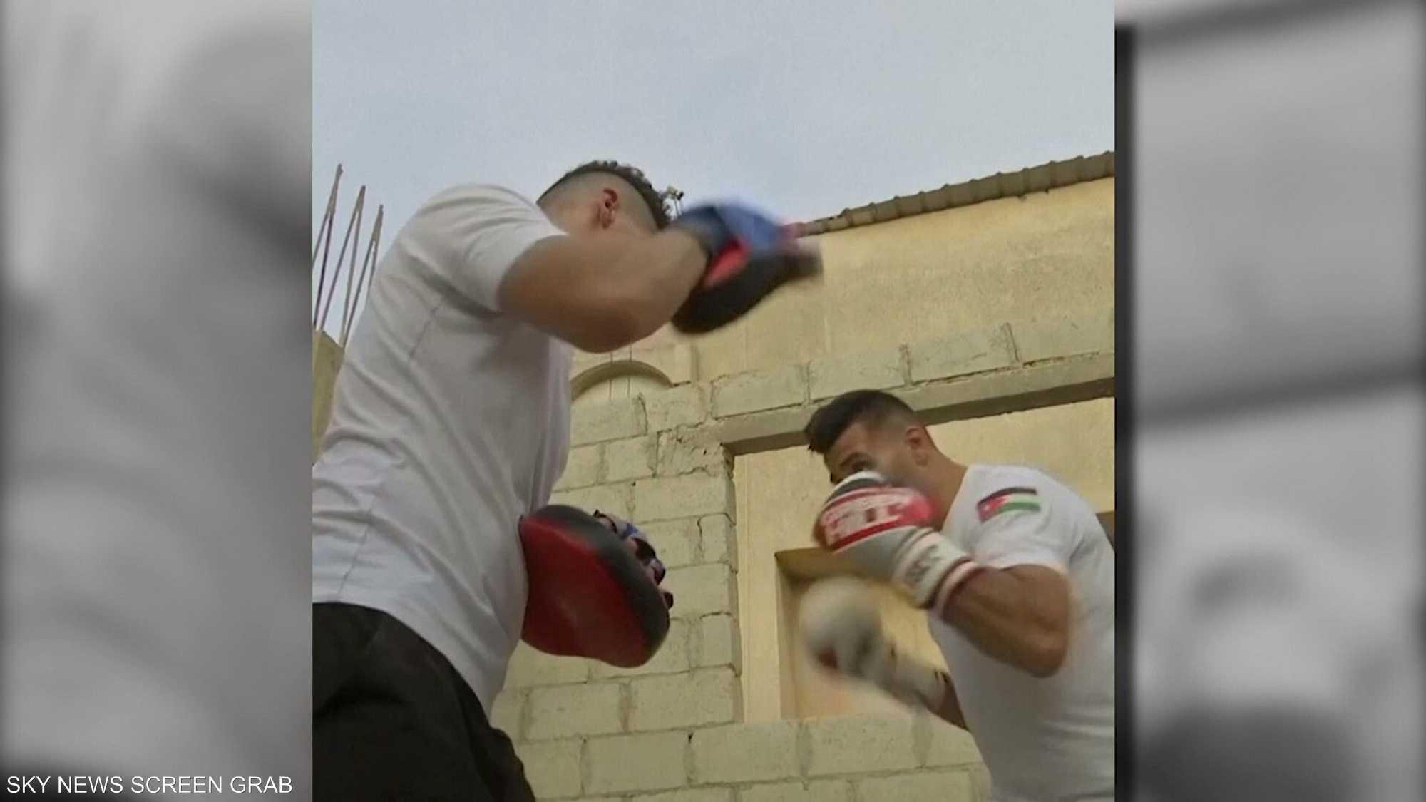 ملاكمون أردنيون يتدربون في منازلهم