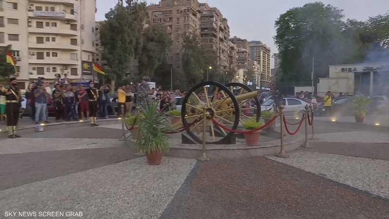"""مصريون يجتمعون لمشاهدة مدفع الإفطار بـ""""نهضة مصر"""""""