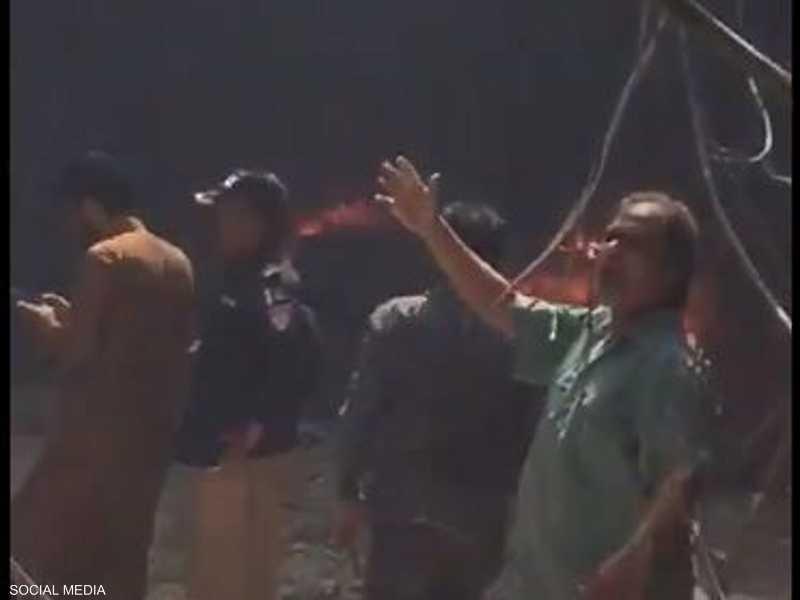 من موقع تحطم الطائرة الباكستانية في مدينة كراتشي