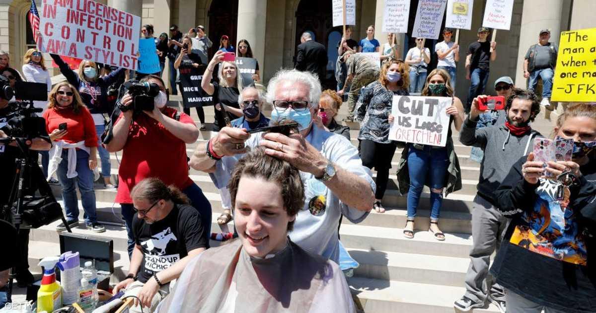 مصففا شعر يصيبان العشرات بكورونا في ولاية أميركية