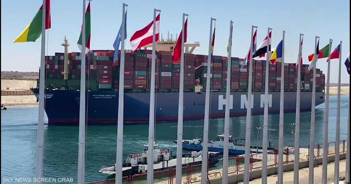 أكبر سفينة حاويات في العالم تعبر قناة السويس   أخبار سكاي نيوز عربية