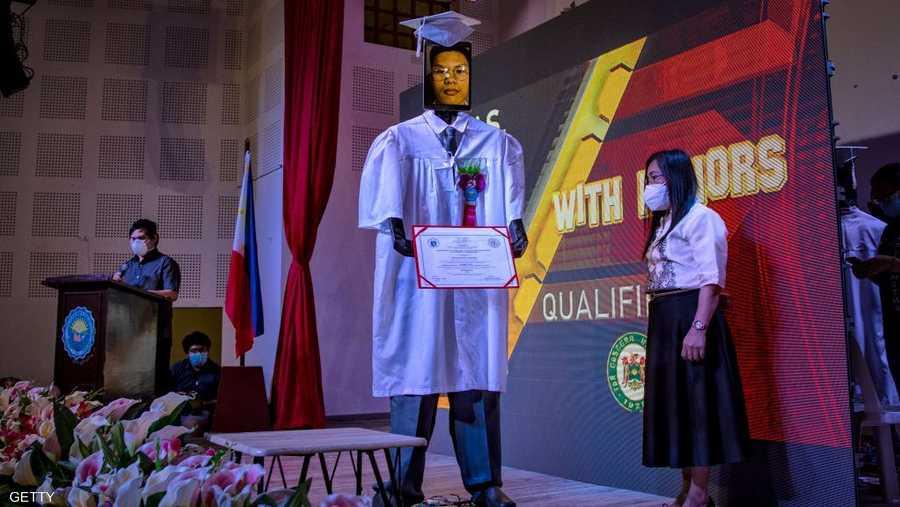 شارك في حفل التخرج هذا، الذي أقامته مدرسة السيناتور رينيه كايتانو الثانوية للعلوم والتكنولوجيا، حوالي 179 طالبا وطالبة.