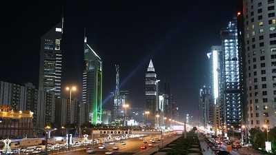 دبي تقرر استئناف عمل الموظفين في المقار الحكومية