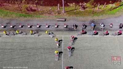 كرة القدم بعربات التسوق حل مثالي للهواة في زمن كورونا
