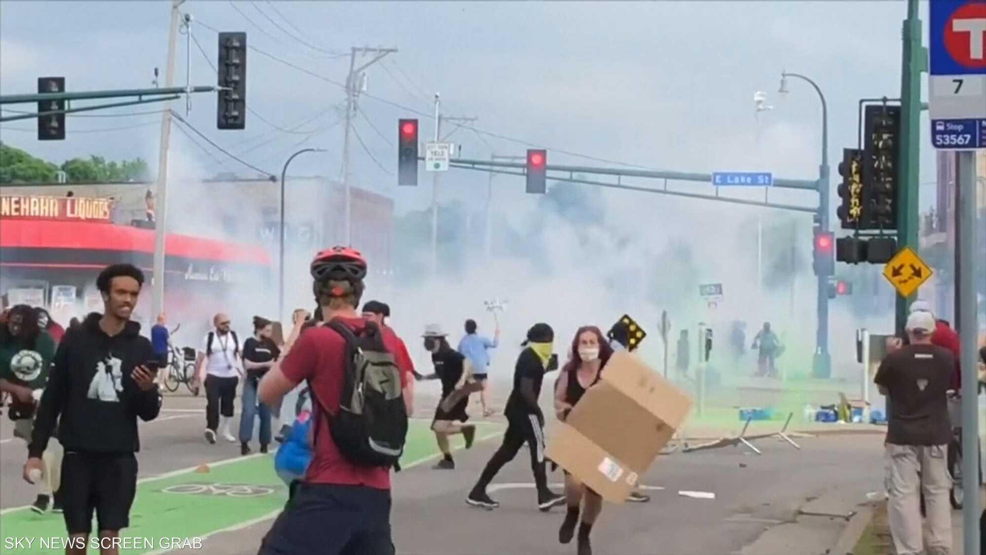 احتجاجات بولاية مينيسوتا بعد مقتل رجل من أصول إفريقية