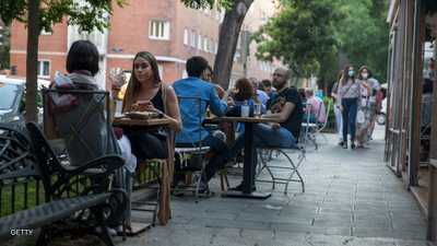وسط تراجع إصابات كورونا.. أوروبا تواصل تخفيف إجراءات العزل