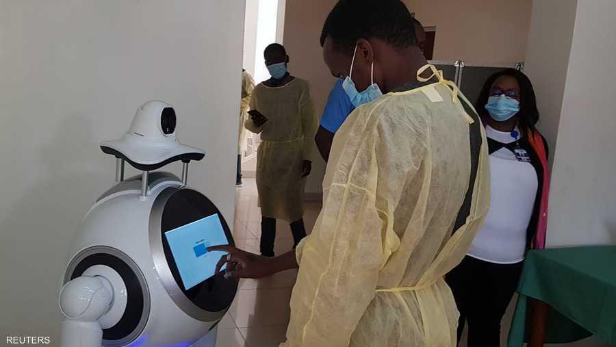 تساعد هذه الأجهزة العاملين على الخطوط الأمامية لمكافحة أزمة كورونا في رواندا التي سجلت 355 حالة إصابة مؤكدة بالمرض.