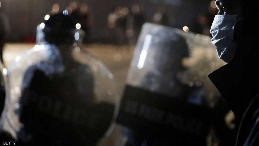 فيروس كورونا لم يمنع المتظاهرين من النزول إلى الشوارع