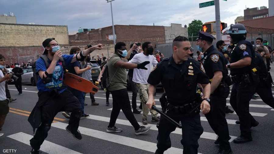 مواجهات في الشوارع وحظر تجول
