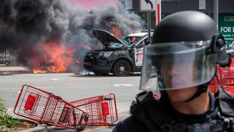 إحراق سيارات شرطة في لوس أنجلوس
