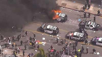 """بالصور.. مدن أميركية """"تشتعل"""" ومواجهات دموية مع الشرطة"""