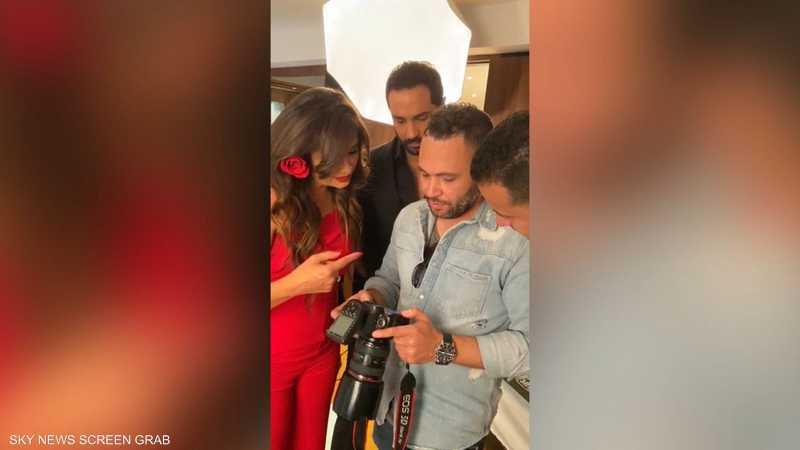 ياسمين عبد العزيز وكريم فهمي بكواليس تصوير بوستر مسلسلها