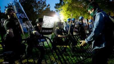 """اشتباكات عنيفة وعمليات """"كر وفر"""" في محيط البيت الأبيض"""