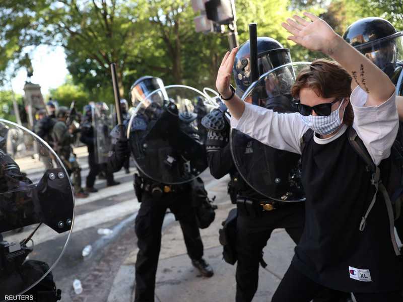 قامت قوات مكافحة الشغب الأميركية بتفريق المحتجين