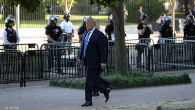 بالصور.. ترامب يترجل خارج البيت الأبيض