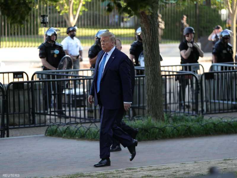 ترامب ترجل خارج البيت الأبيض