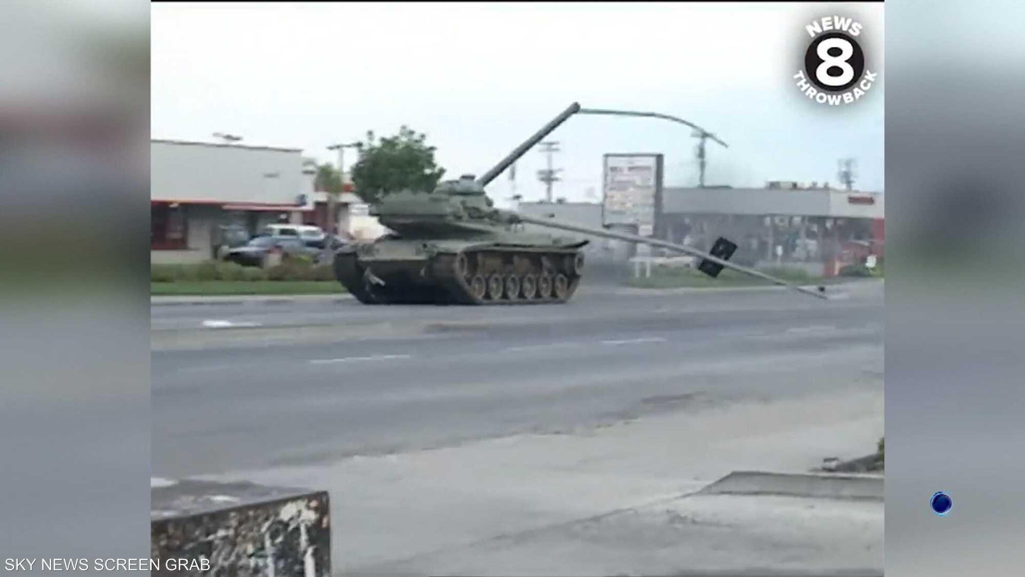 تداول فيديو قديم لشرطة أميركية تطارد مواطنا سرق دبابة