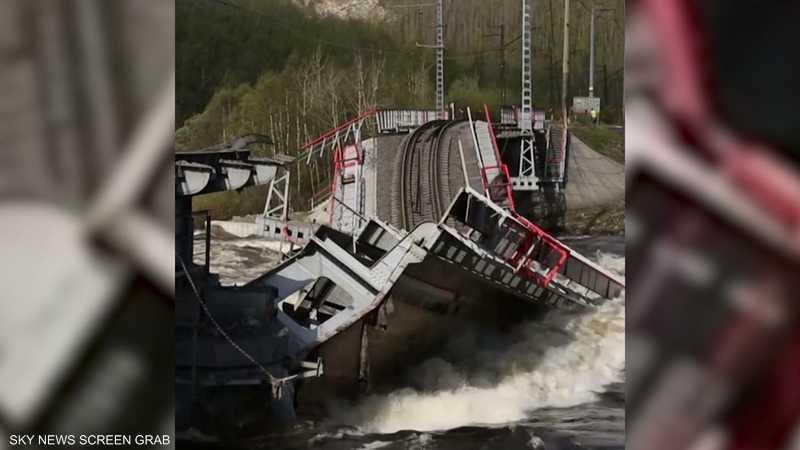 انهيار جسر للقطارات بسبب ارتفاع منسوب نهر كولا
