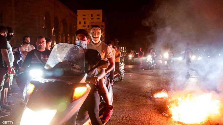 شهدت مناطق لبنانية تظاهرات وقطعا للطرقات احتجاجا على تدهور سعر الليرة وتراجع القدرات المعيشية.