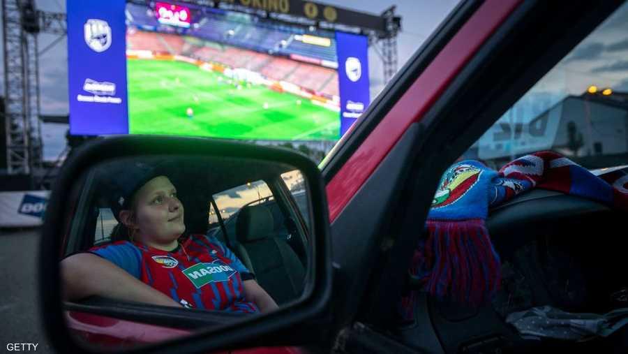 في التشيك.. المباريات تعرض على شاشات سينما خارجية.