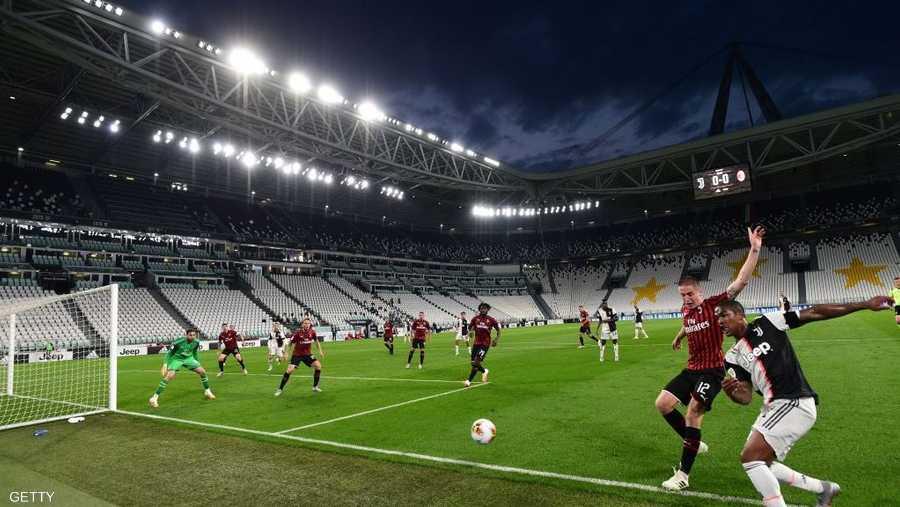 كرة القدم في إيطاليا عادت بلقاء قمة بين يوفنتوس وميلان.