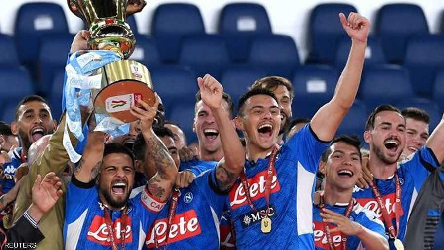 حقق نابولي فوزا مفاجئا على يوفنتوس 4-2 بركلات الترجيح ليحرز لقب كأس إيطاليا لكرة القدم، الأربعاء بعد تعادل الفريقين بدون أهداف أمام مدرجات خالية.