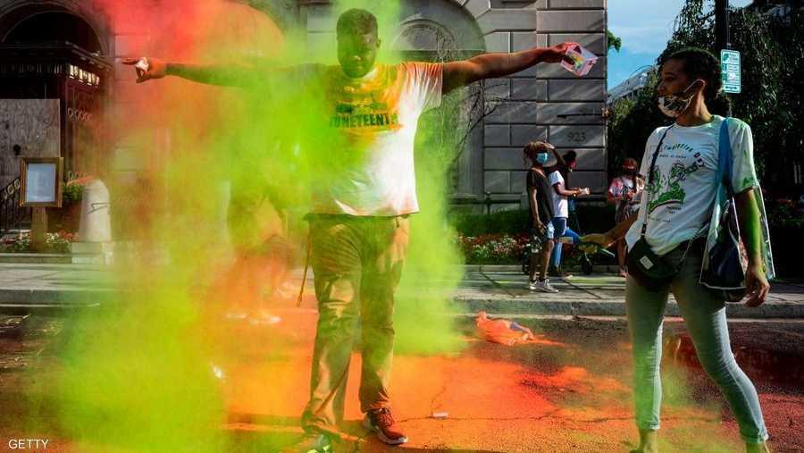 تظاهرات بكل الألوان والطقوس