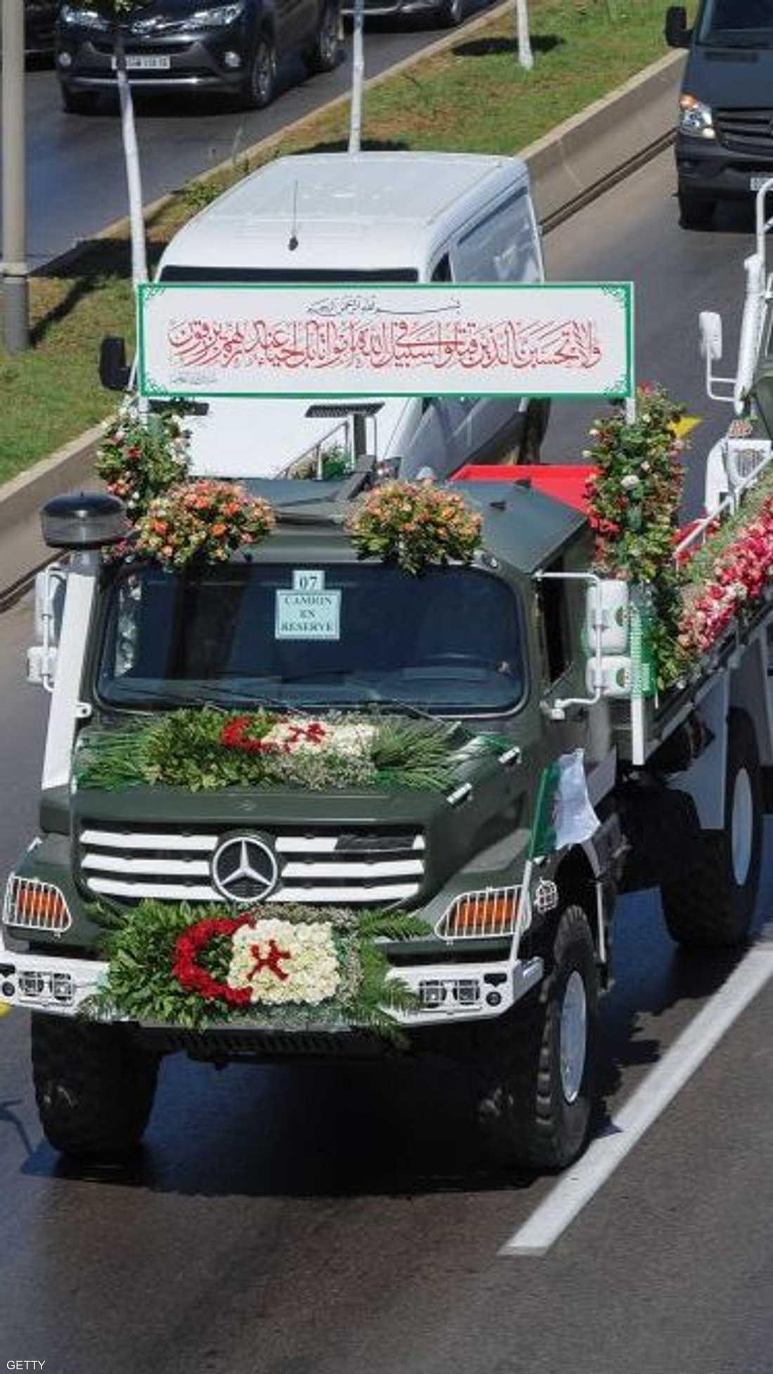 ودعت الجزائر الأحد 24 فردا من المقاومة الشعبية
