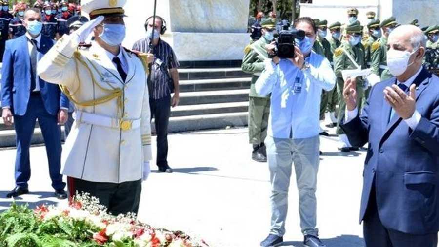 الرئيس الجزائري قرأ الفاتحة على أرواح المقاومين الذين ناهضوا الاحتلال الفرنسي.