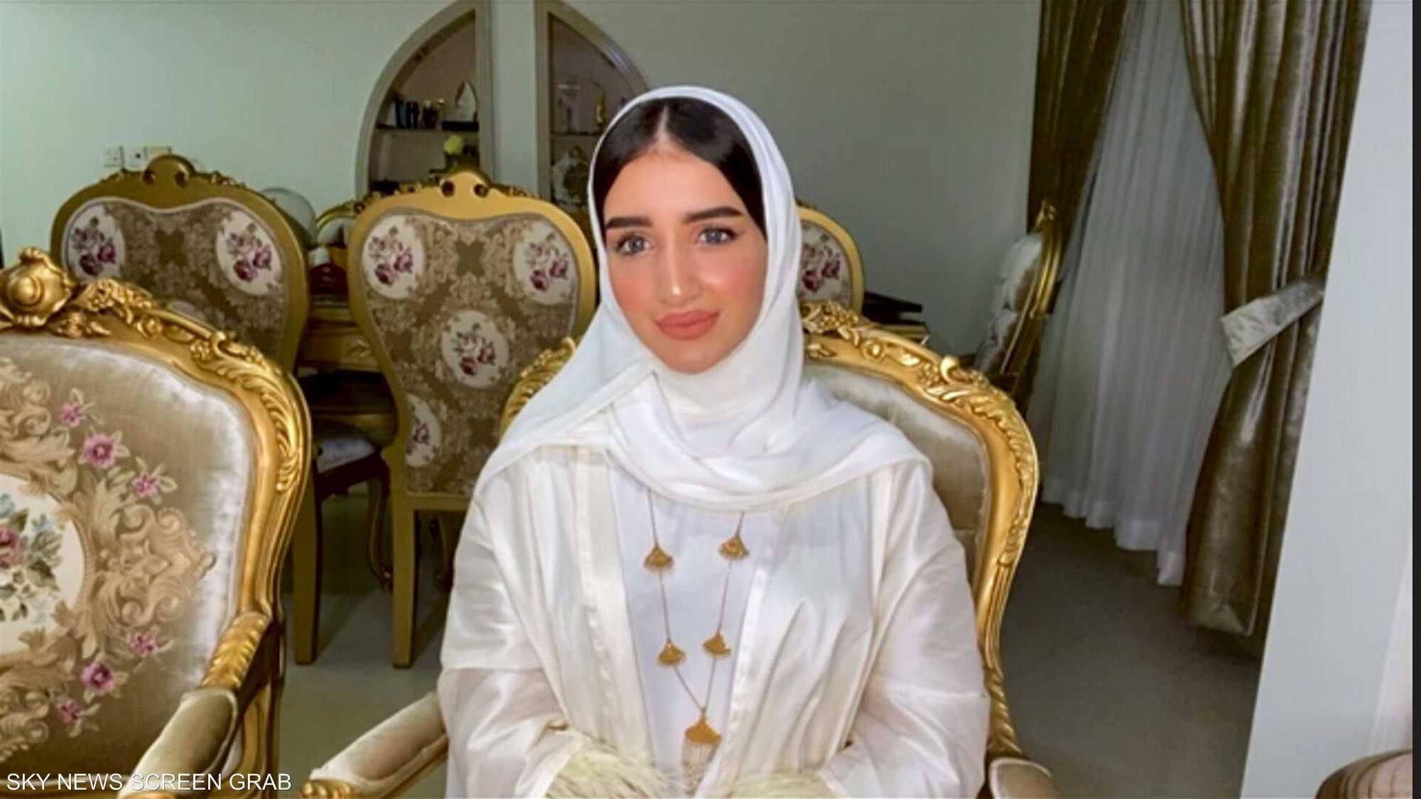 خولة المراغي.. مؤثرة بحرينية وصانعة محتوى في مجال الموضة