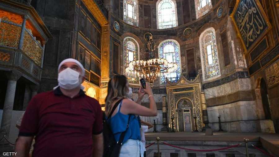 بنيت كاتدرائية آيا صوفيا في القرن السادس عند مدخل مضيق البوسفور في إسطنبول، وكانت محطة لتتويج الأباطرة البيزنطيين.