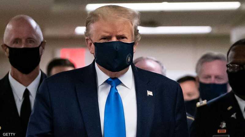 ترامب بالكمامة علنا للمرة الأولى