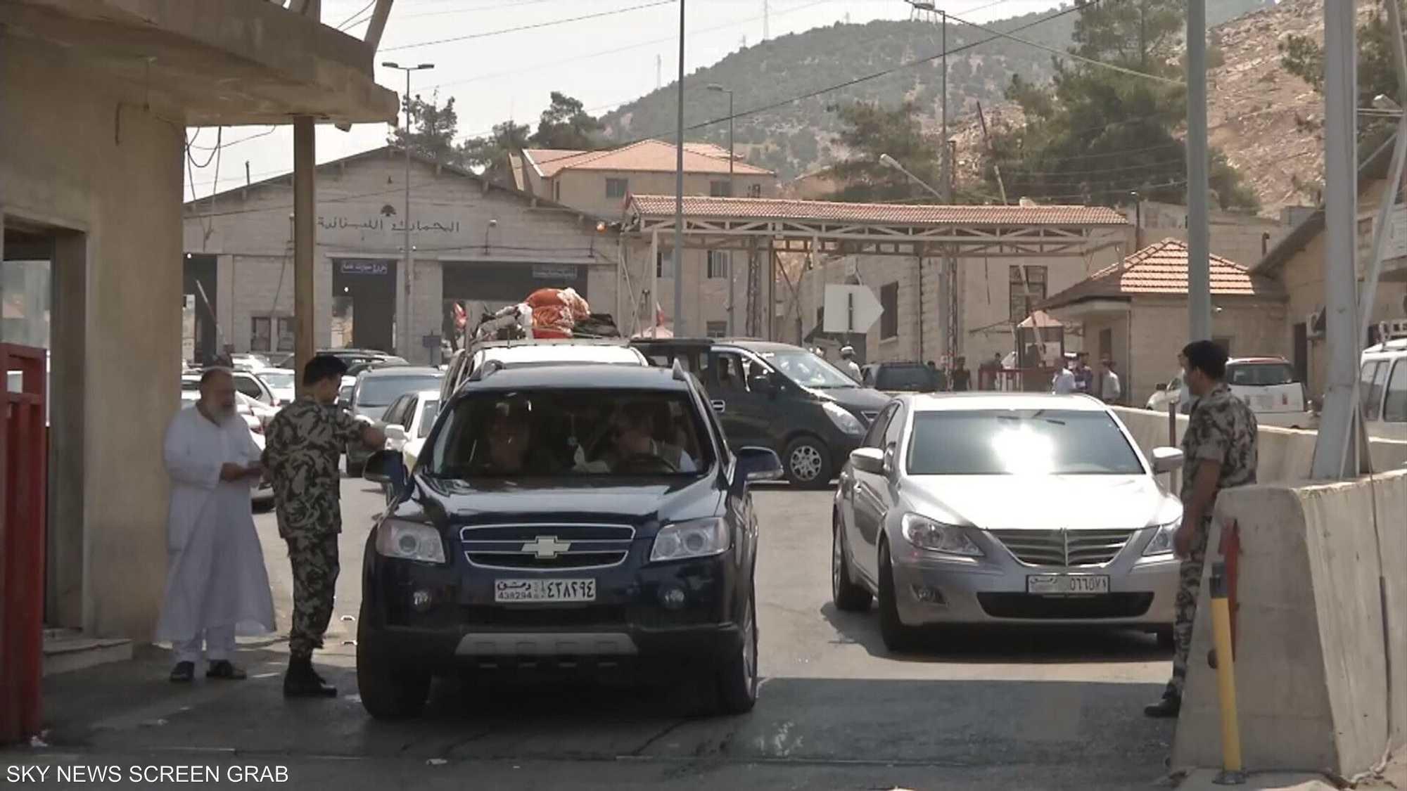 دمشق تلزم العائدين للبلاد بتصريف 100 دولار بالمنافذ الحدودية