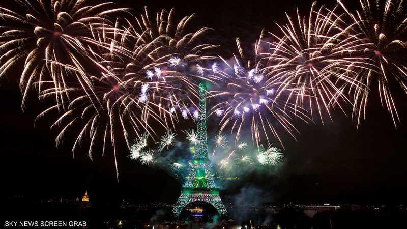 الألعاب النارية تضيء سماء باريس