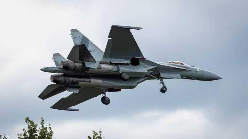مقاتلة من طراز سوخوي 35