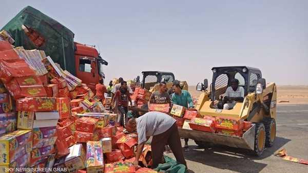 بضائع على جانب طريق أبوسمبل الدولي