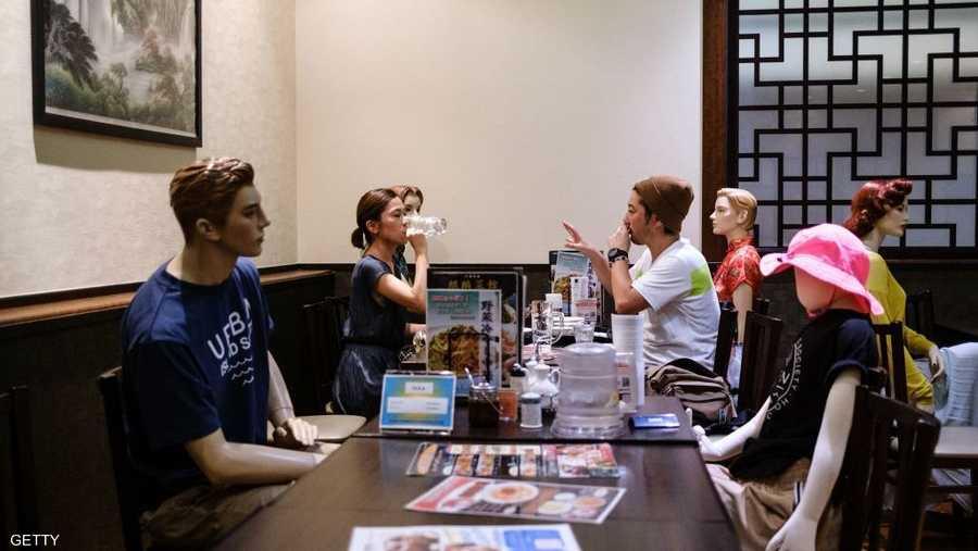 المانيكان لهم طاولة خاصة في طوكيو.