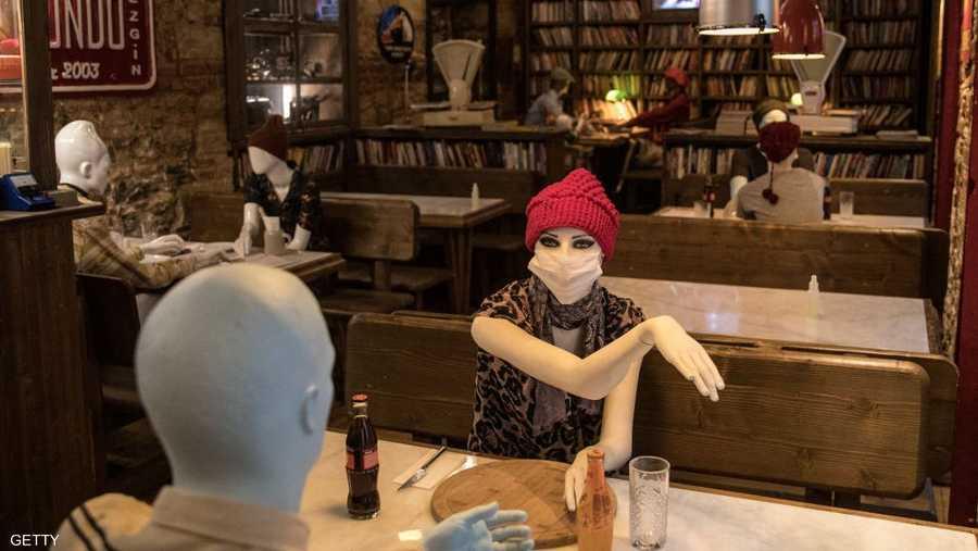 """المانيكان """"العصري"""" في مطاعم إسطنبول."""