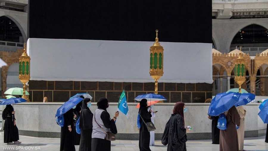 حجاج بيت الله الحرام غادروا العزل الصحي المؤسسي، وتوجهوا إلى ميقات السيل الكبير لعقد نية الحج وبداية التلبية، والتوجه إلى المسجد الحرام.