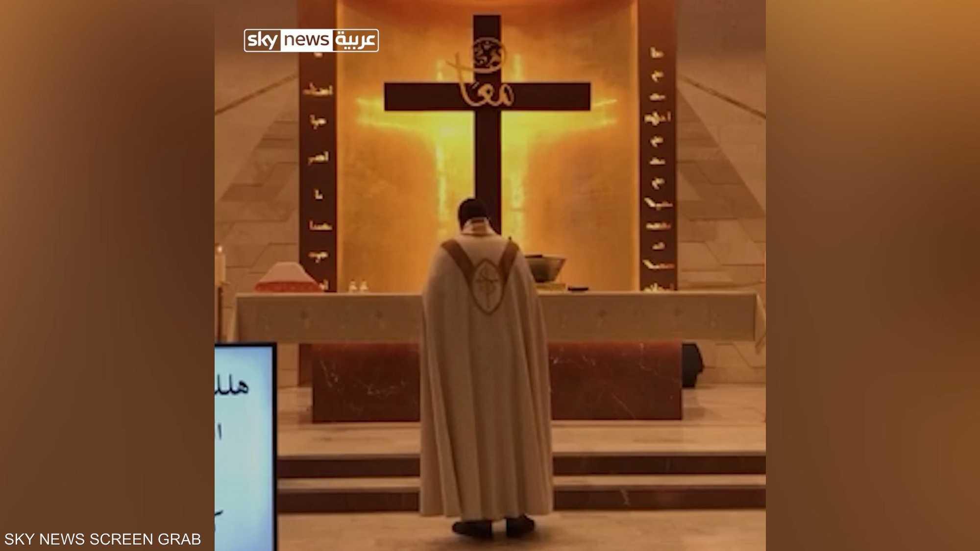 السقف سقط والراهب فر.. فيديو لما فعله انفجار بيروت في كنيسة